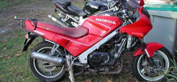 Honda VFRed750, verkauft